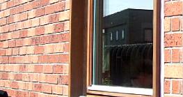 木製窓枠のDIY塗装後(レッドウッド色)