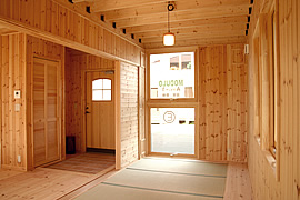 モダン和室のインテリア・部屋の配置・和室を玄関横に配置